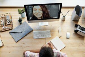Beyond Präsenz: 9 Tipps für Webinare, Video-Sprechstunden und Online-Konferenzen
